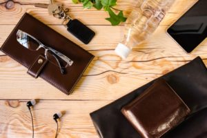 b29200a43e94 無印良品のヌメ革財布は長財布や二つ折りなど種類豊富ですので、自分好みの形を選ぶことができます。ここでは無印良品ヌメ革財布の人気ランキングをご紹介します。