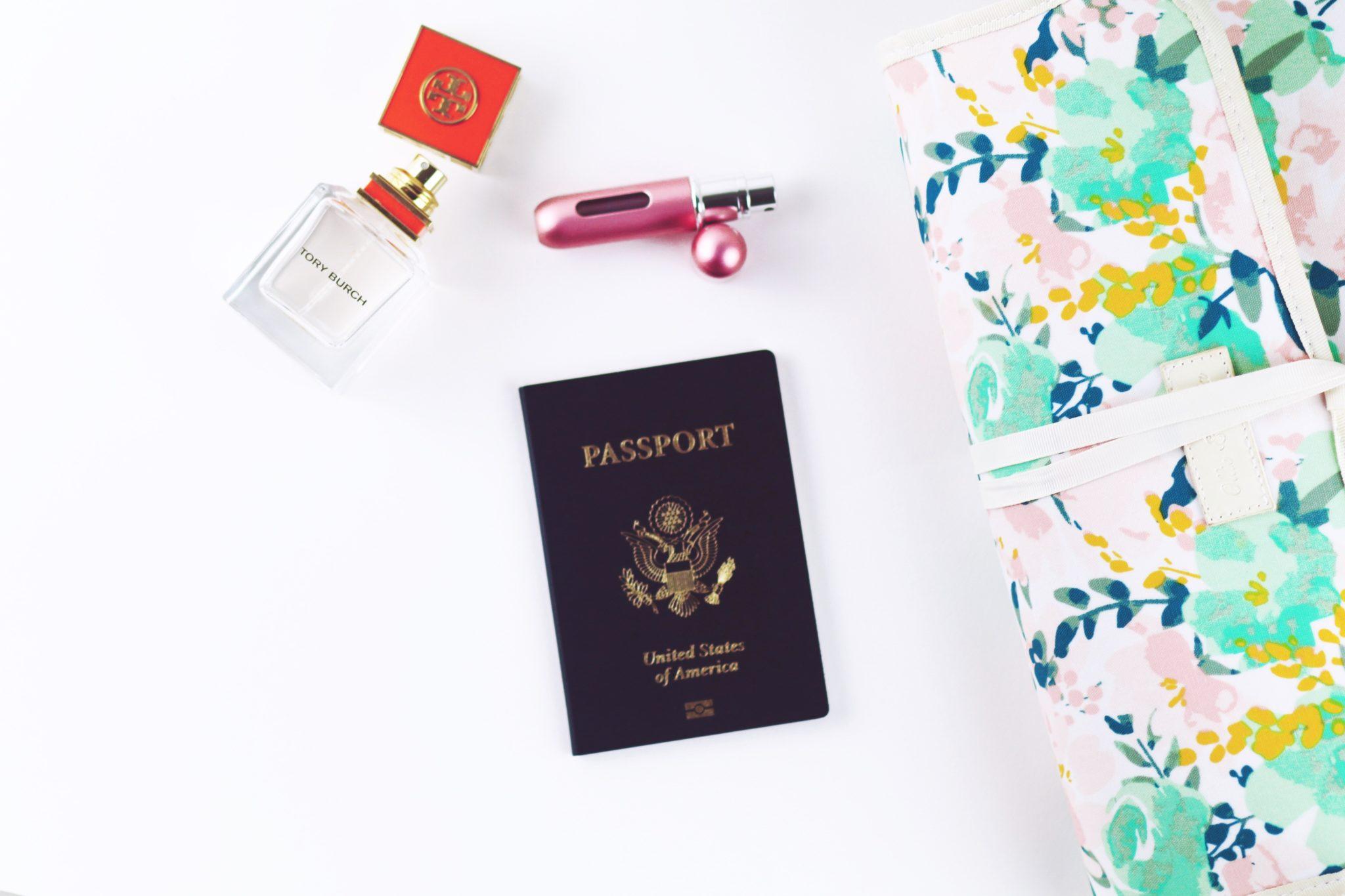 女性の旅行財布