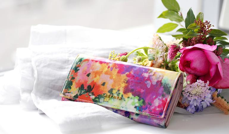 24bf9b1baca4 花柄財布の人気おすすめブランド7選!マリクワやコーチからも - wallet style
